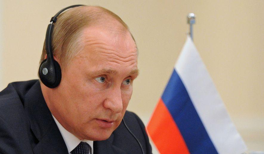As EU dithers, Putin enjoys the show