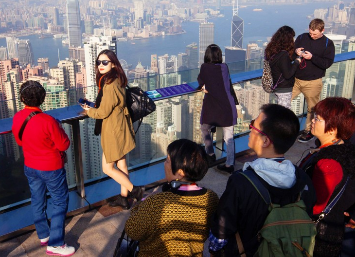 Hong Kong tries to win back hearts of mainland tourists in holiday week